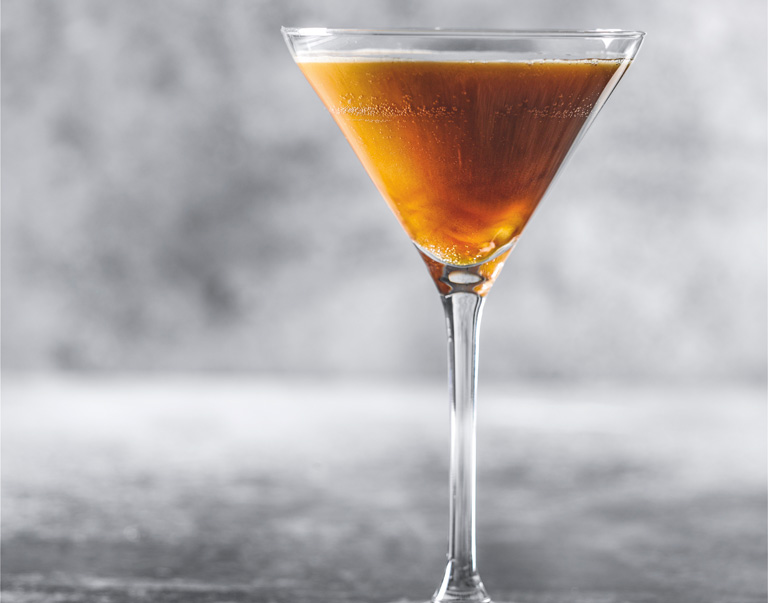 Nitro koffie martini cocktail met Licor 43