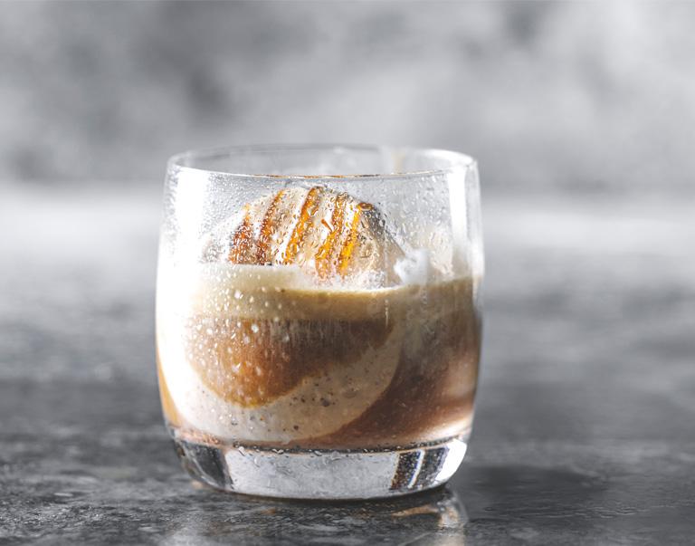 Nitro koffie met klassieke Italiaanse affagato