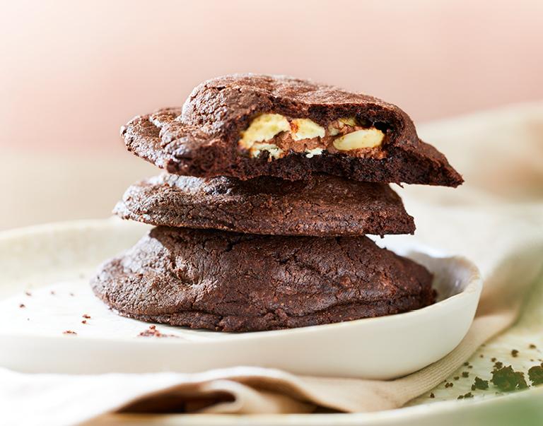 Gevulde chocoladekoekjes met witte chocolade.