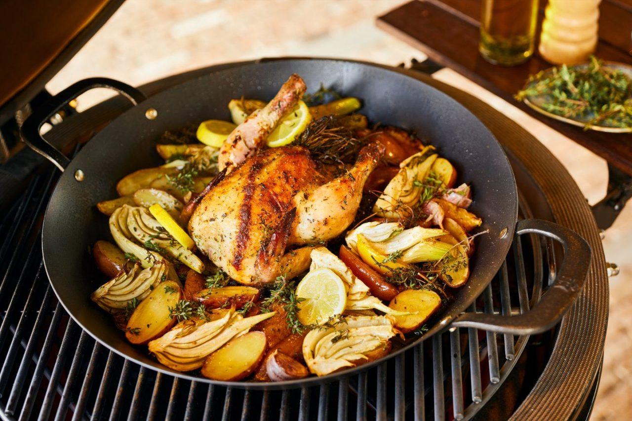 Garlic Chicken van de barbecue met roseval aardappel, venkel en citroen.